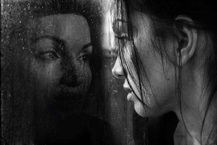 Видела свое лицо в зеркале сон
