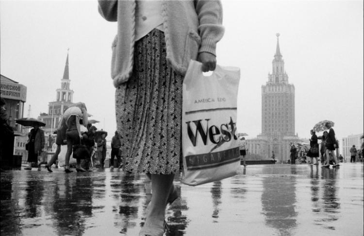 Выставка Игоря Мухина «Наши 1990-е. Время перемен»